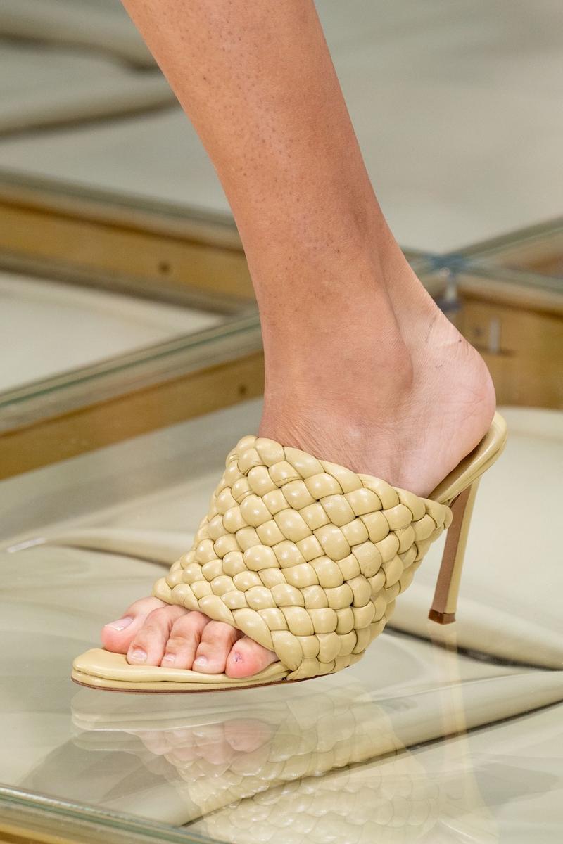 Обувные тенденции весенне-летнего сезона 2020: Плетения