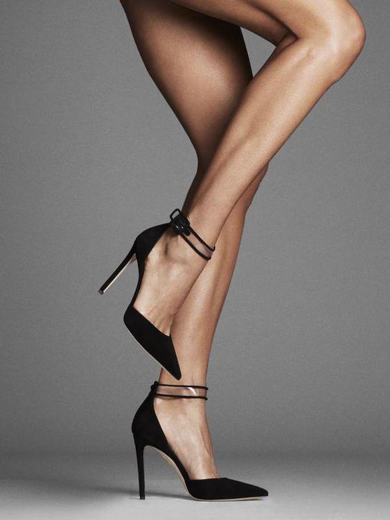 Обувь на каблуке визуально делает силуэт стройнее