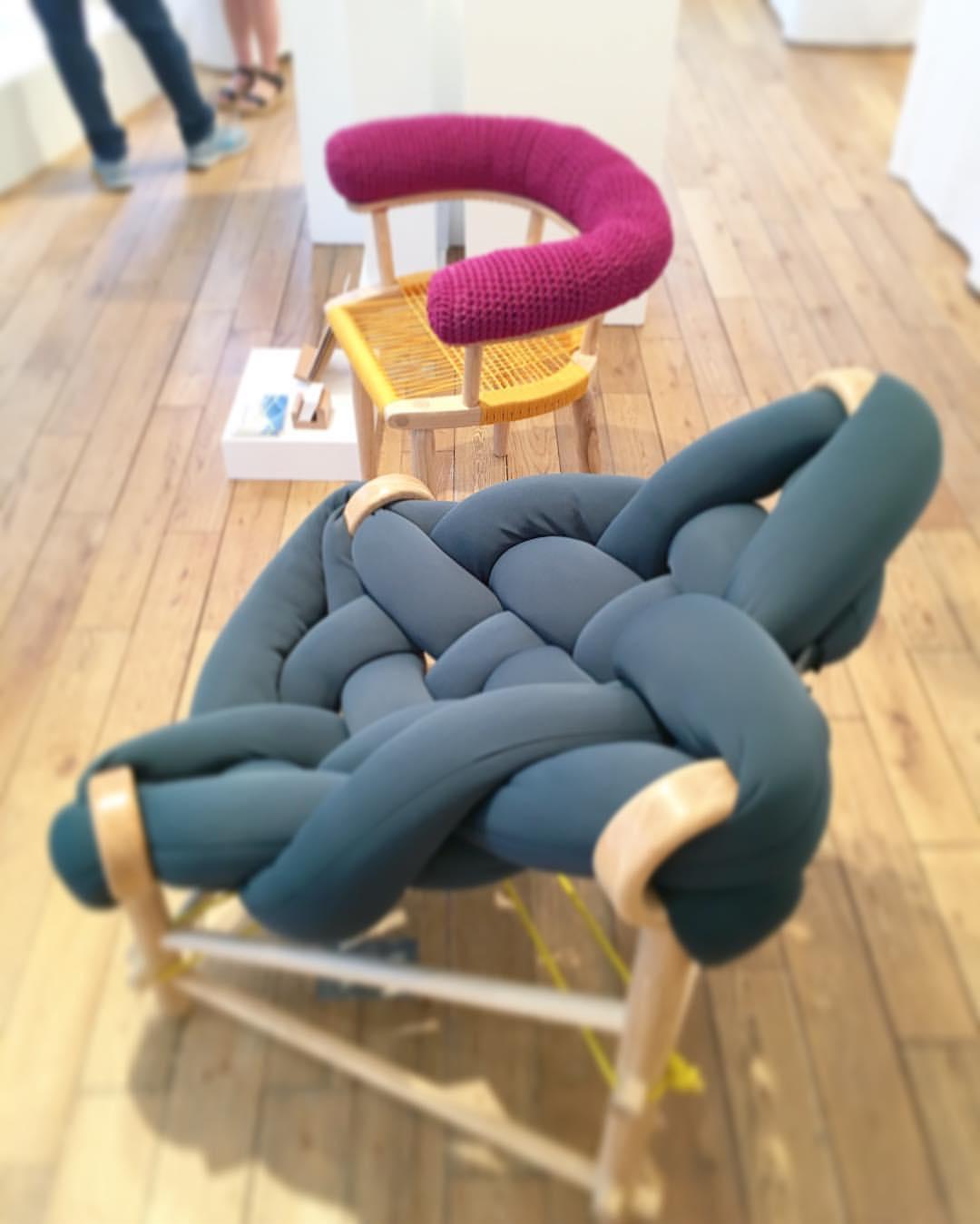 Кресло из теплых труб и петель
