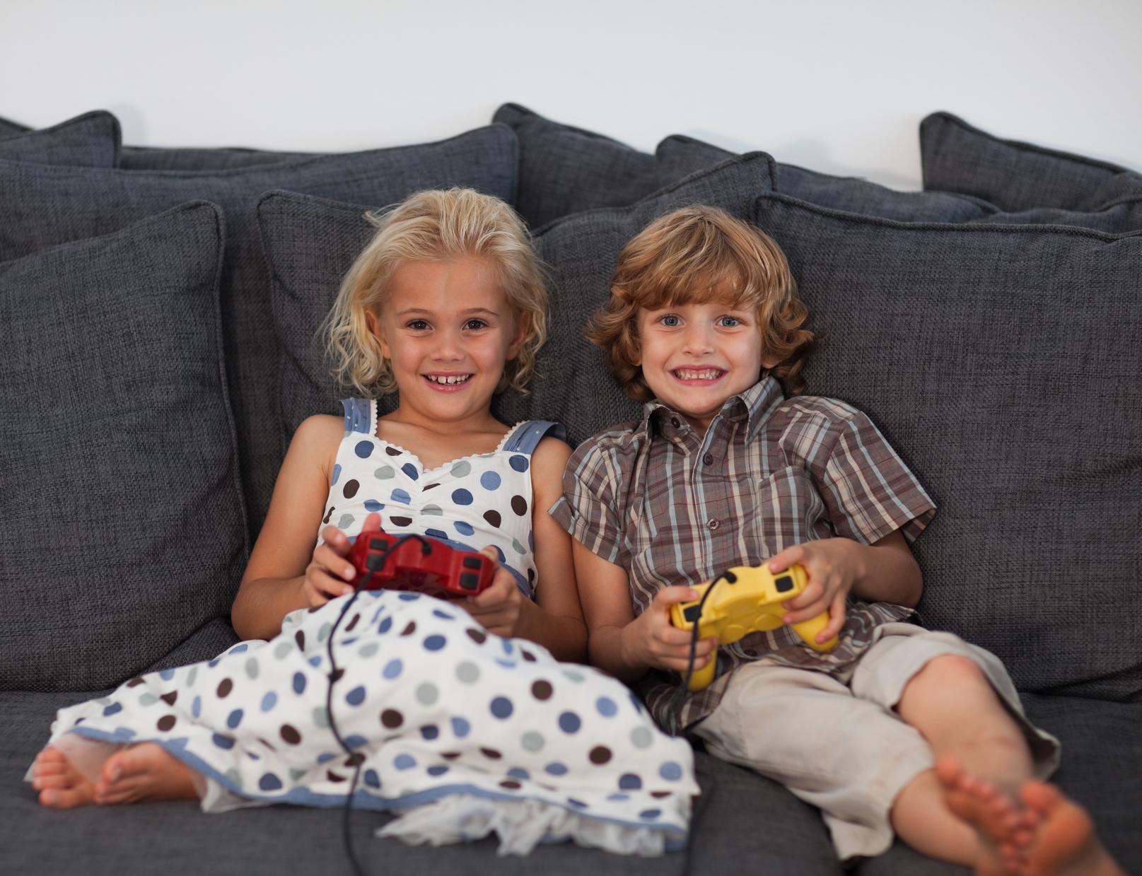 Русское порно брата с сестрой на диване 9 фотография