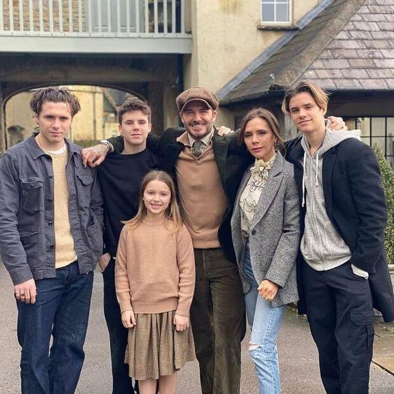 Виктория Бекхэм с семьей