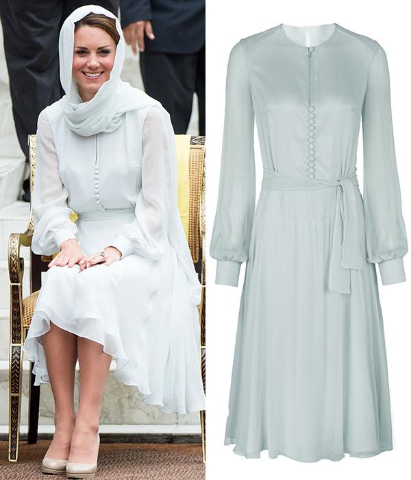 Кейт Миддлтон выбрала нежно-голубое платье для официального визита в Куала-Лумпур