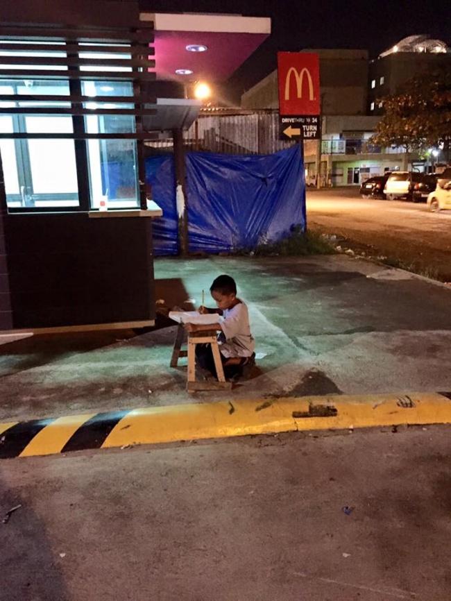 Случайное фото навсегда изменило жизнь бездомного парня