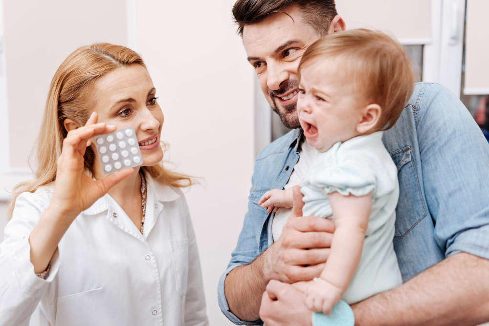 Как помочь ребенку перестать бояться уколов