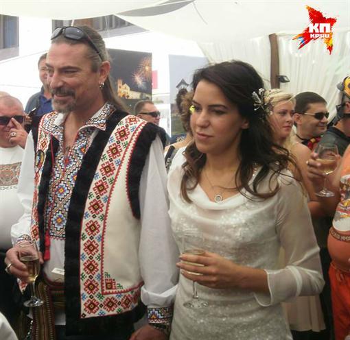 Шон Карр и его подруга Мэри Хилл отпраздновали свадьбу