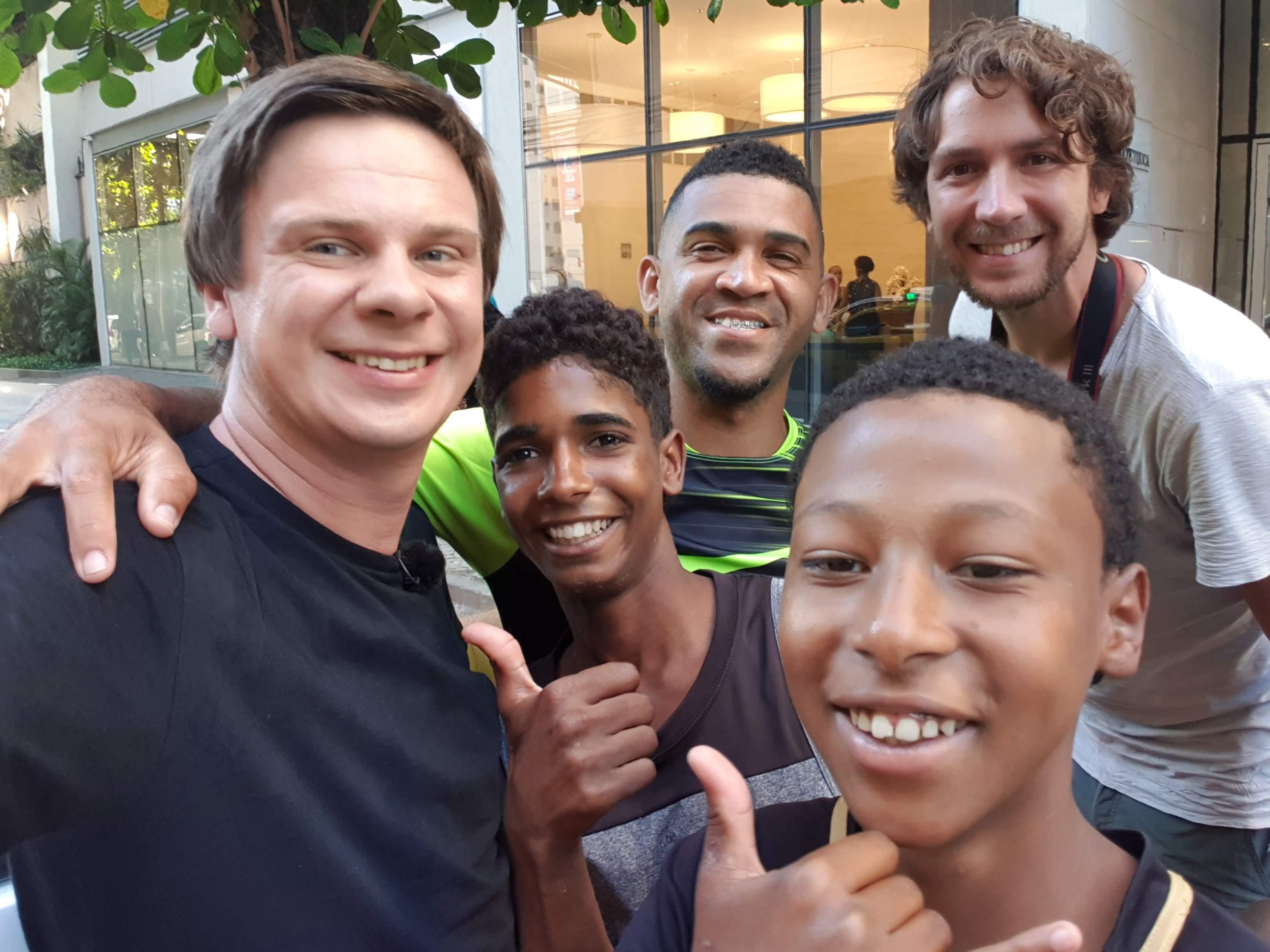 Дмитрий Комаров покажет, как изменилась жизнь мальчиков из фавел, ставших футболистами