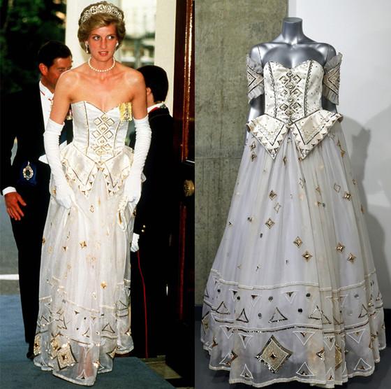 Бальное платье с золотой вышивкой приобрел музей, имя которого пока не обнародовано