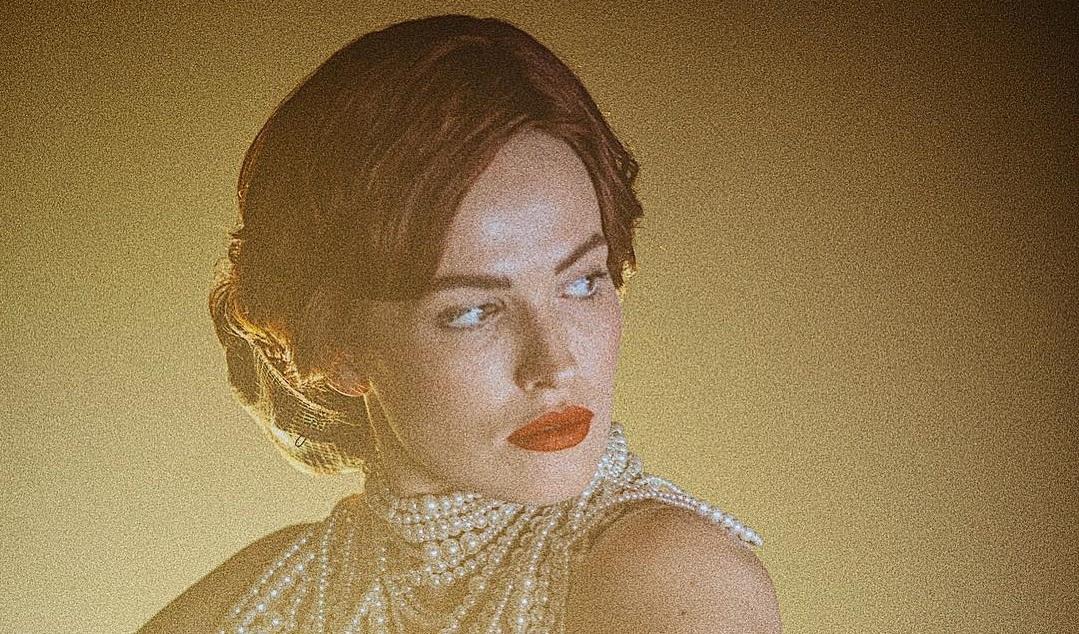 Роковая красотка из кабаре: Астафьева показала снимки в ярком образе
