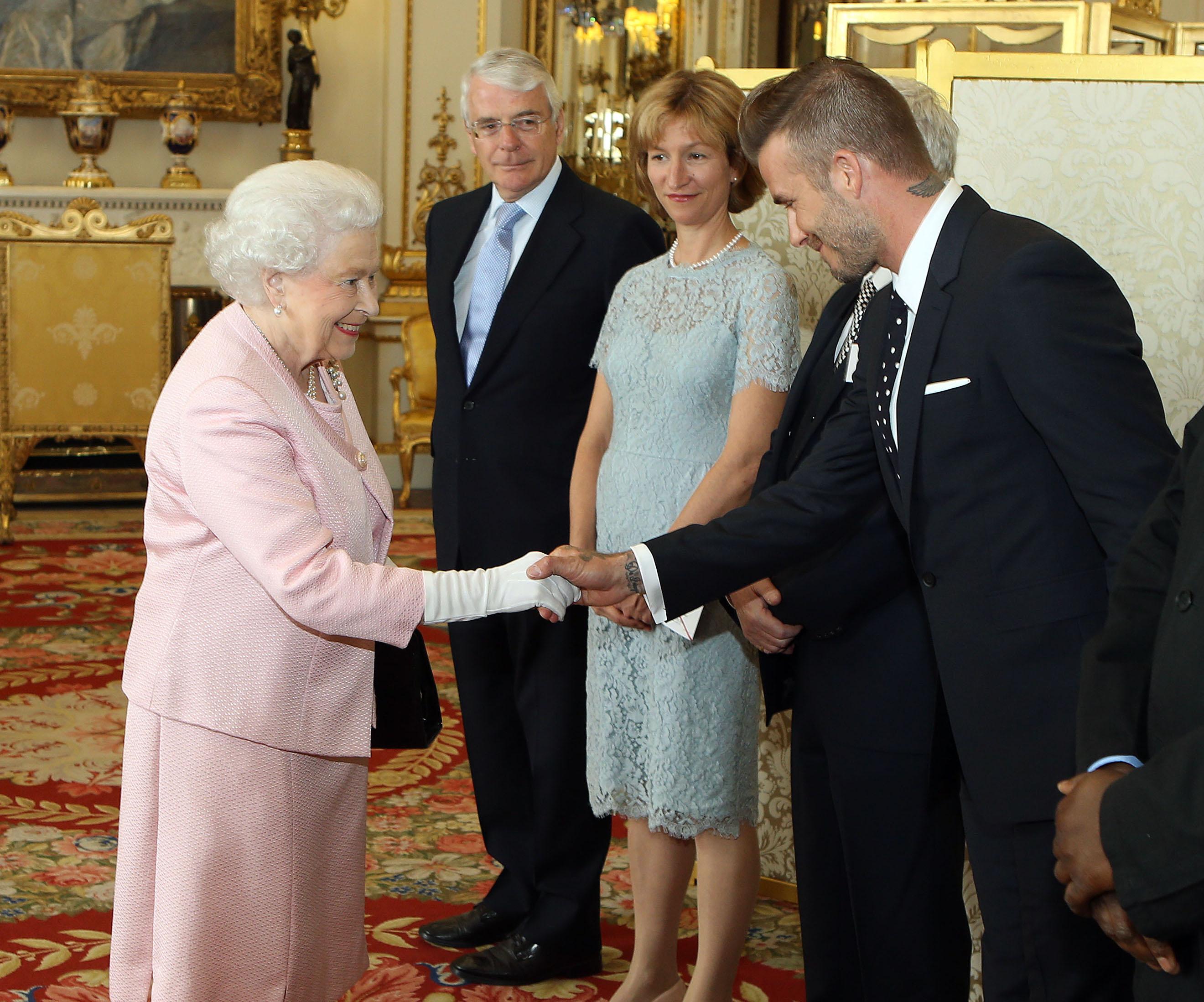Дэвид Бекхэм встретился с королевой Елизаветой ІІ