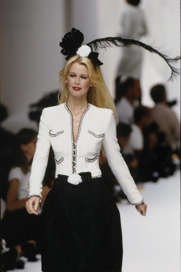 Модель на показе Chanel (90-е)