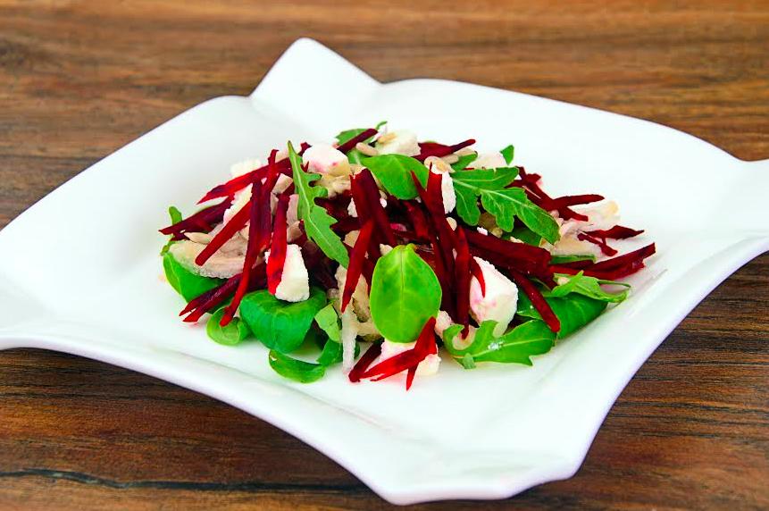 Рецепт новогоднего салата из запеченной свеклы