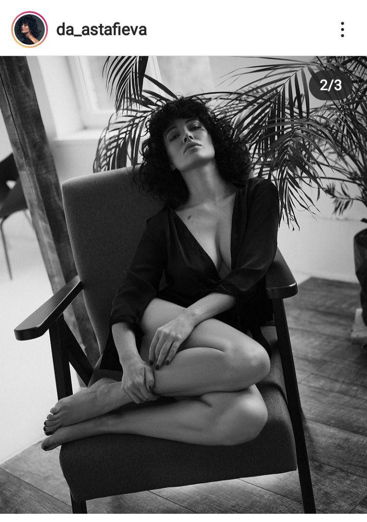 Астафьева сверкнула голой грудью на фото