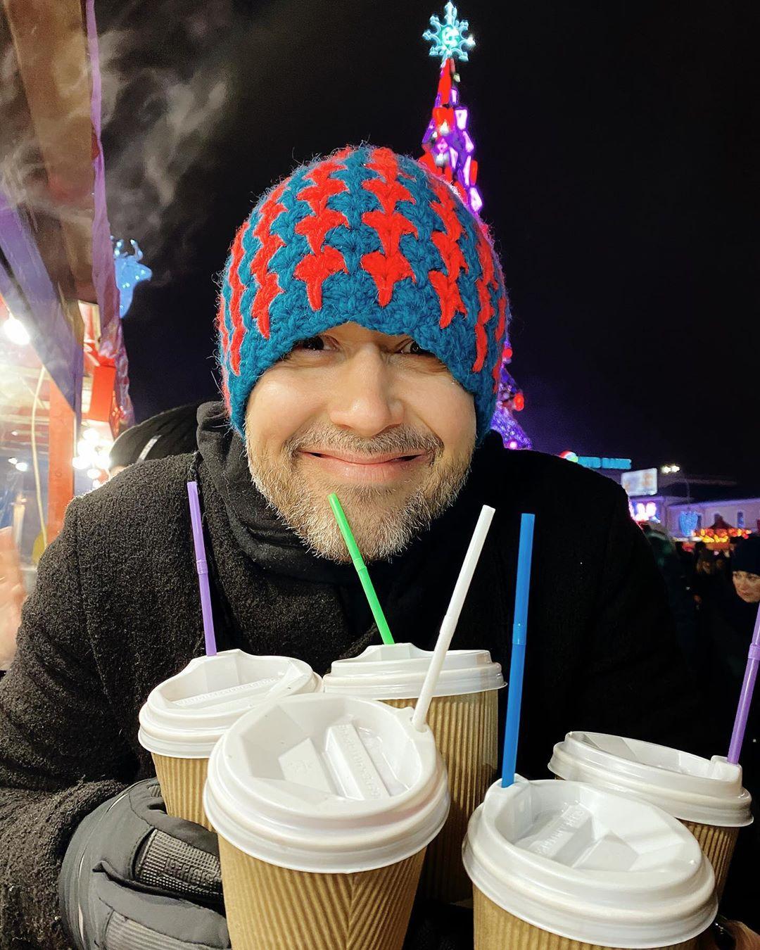 Его первый снег: Сергей Бабкин умилил Сеть снимком с младшим сыном
