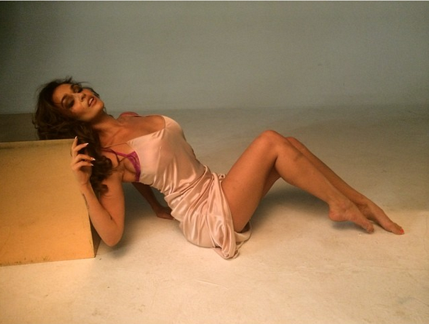 Алена Водонаева показала чувственность в новой фотосессии