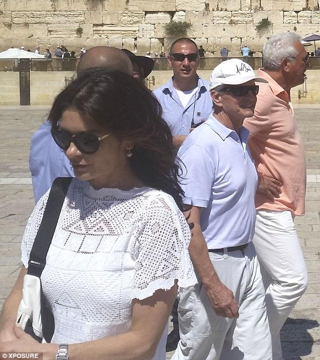 Кэтрин Зета-Джонс и Майкл Дуглас совместили работу и отдых в Израиле