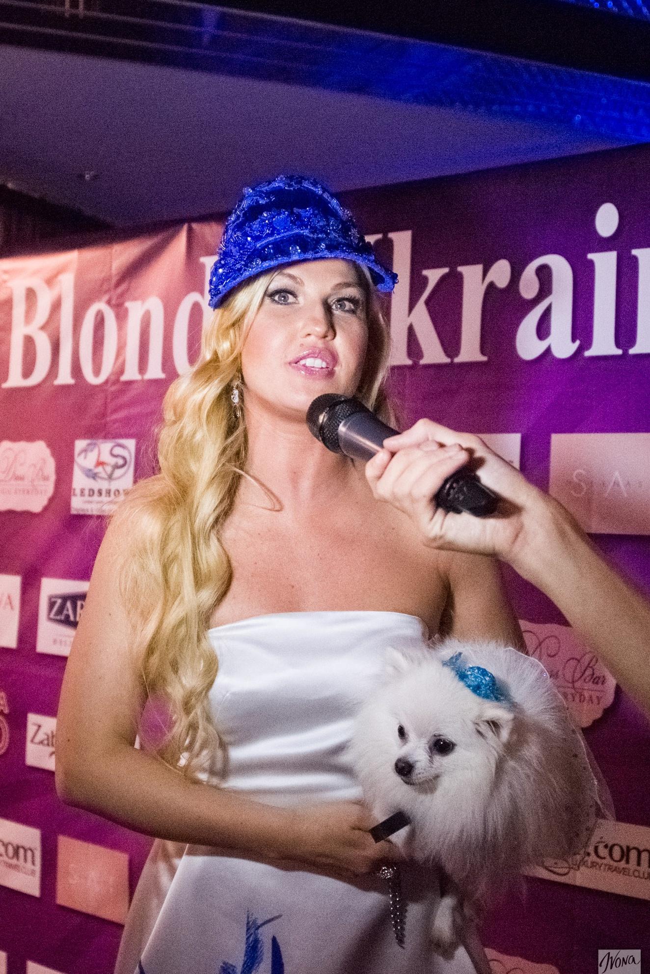 Певица Камалия явилась на конкурс красоты в экстравагантном образе