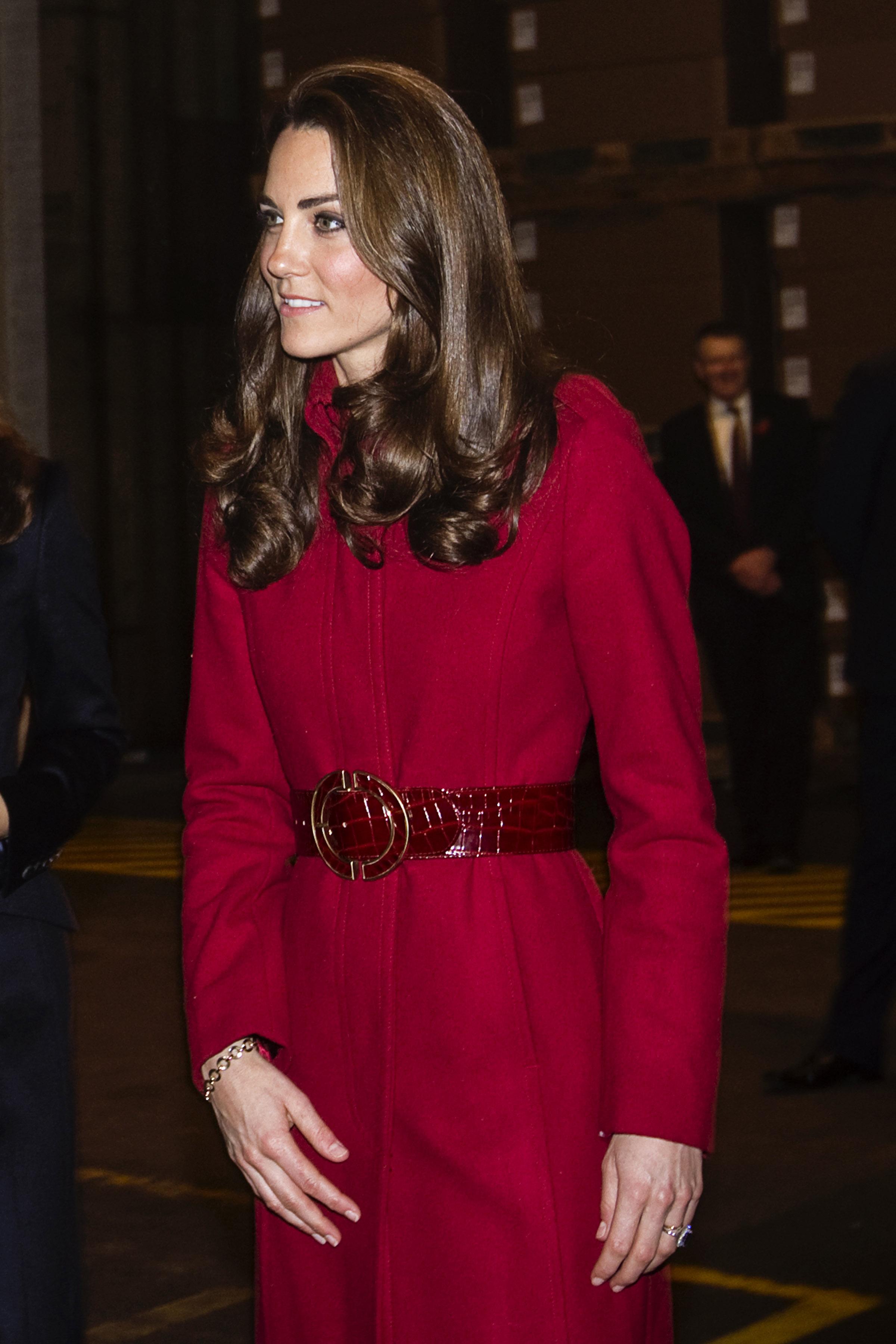 Кейт Миддлтон уже надевала красное пальто от LKBennett в 2011 году