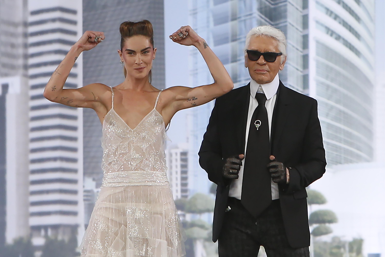 Карл Лагерфельд представил кутюрную коллекцию Chanel на Неделе высокой моды в Париже