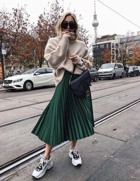 Плиссированная юбка с объемным свитером
