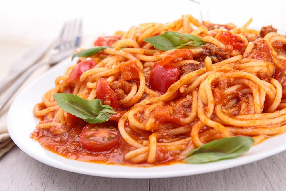 Простой рецепт: макароны с подливой из мяса