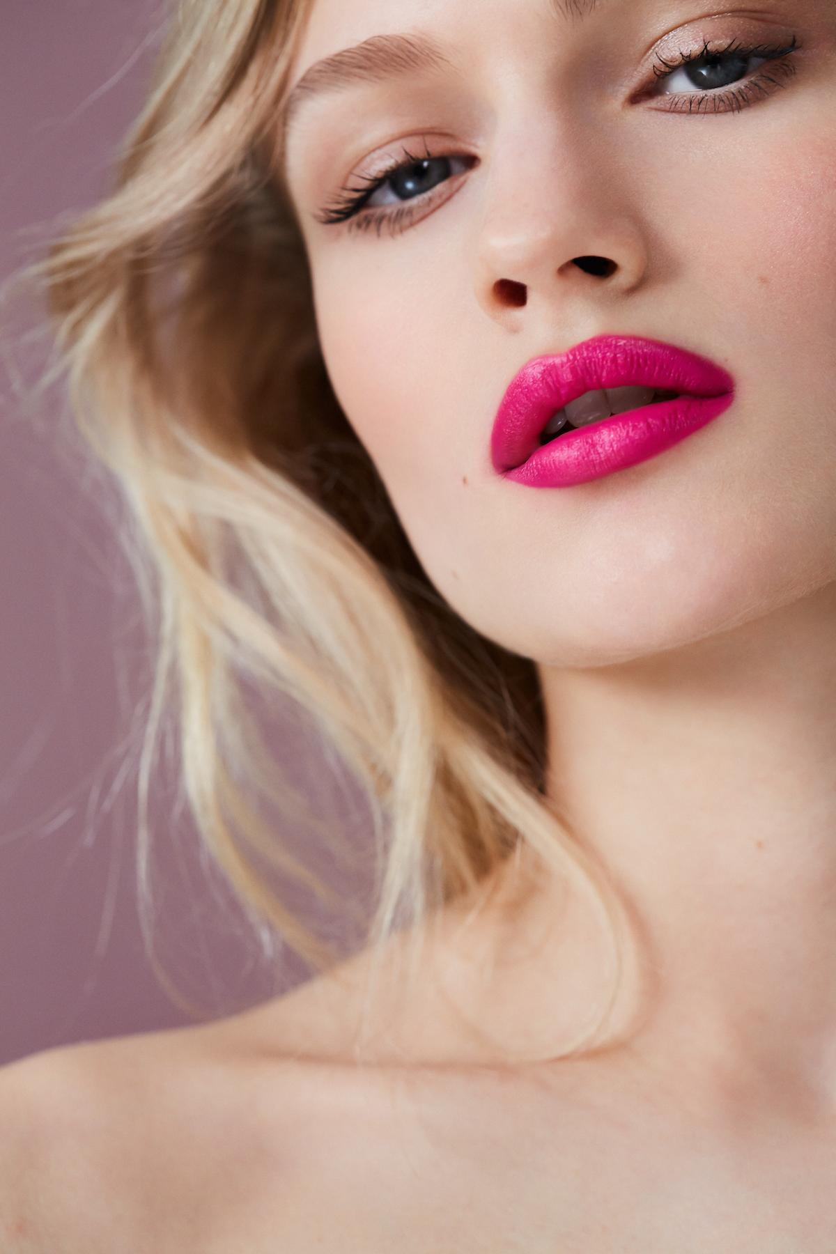 как визуально увеличить губы с помощью помады