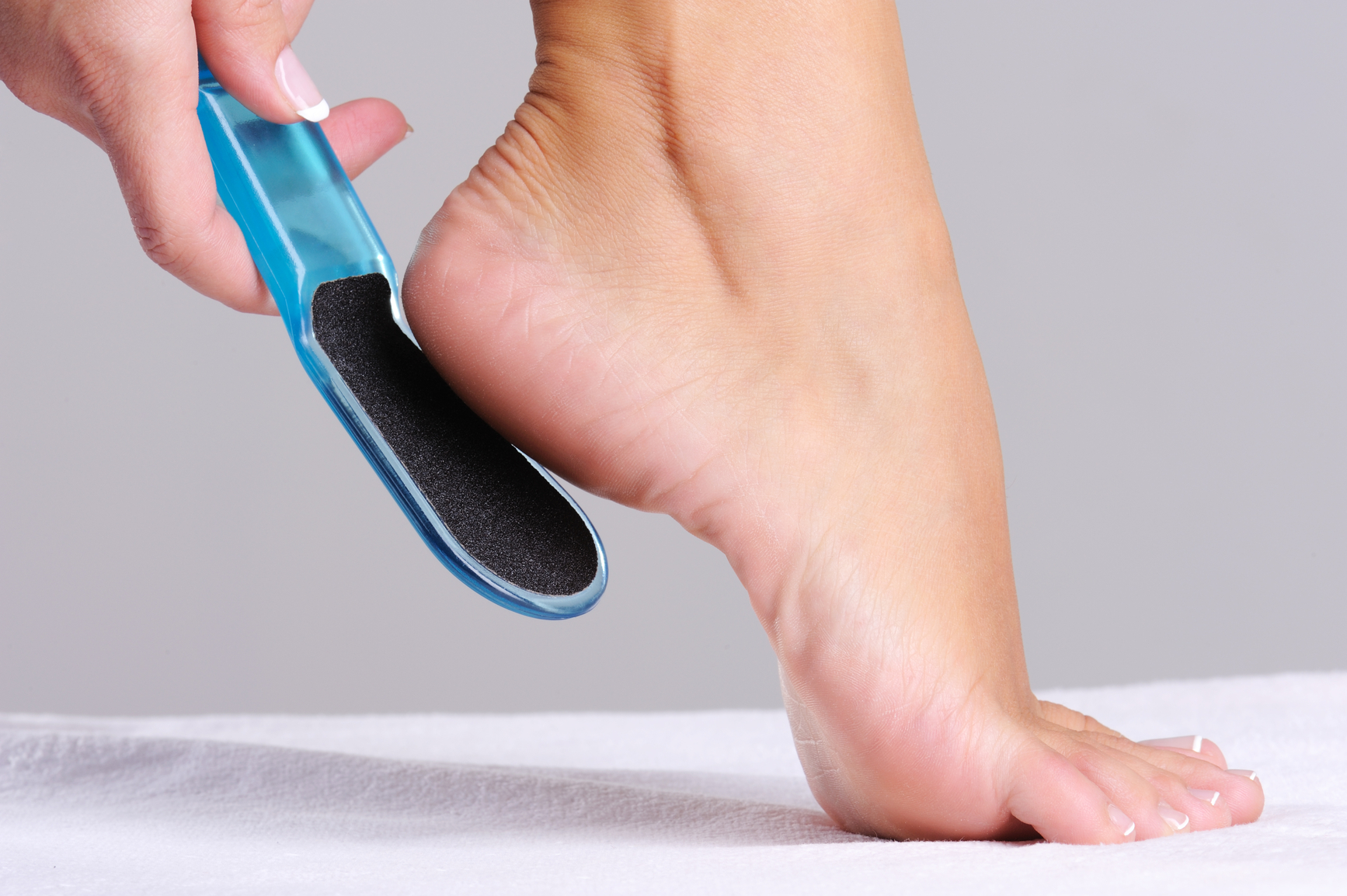 Почему трескаются пятки на ногах? Как их лечить и в чем 1000