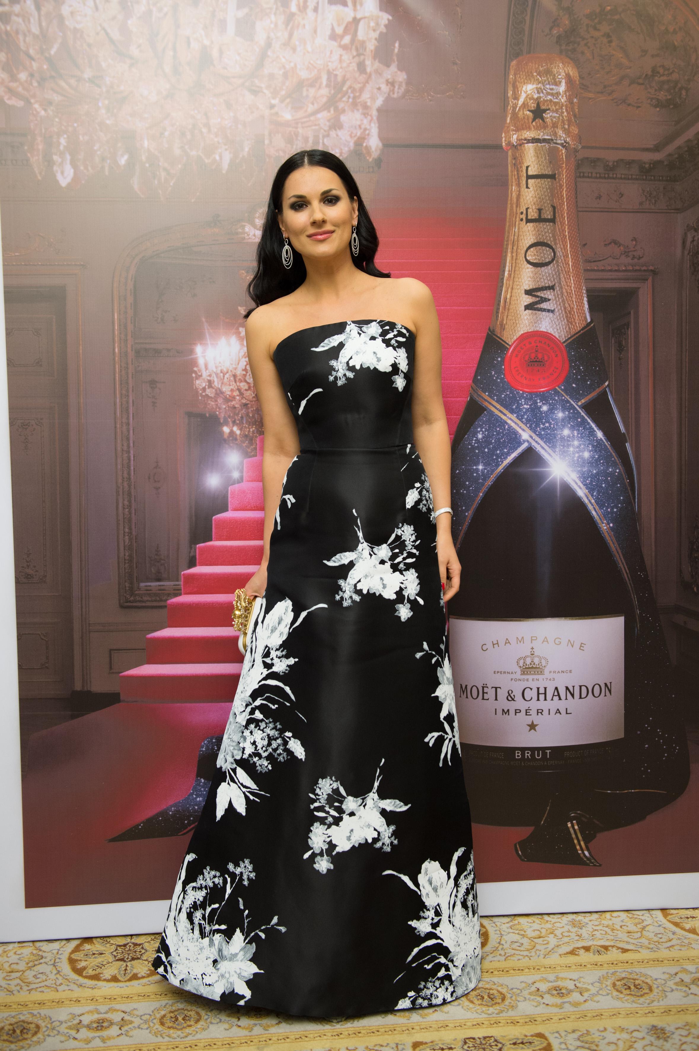Маша Ефросинина в платье от дизайнера Елены Ревы