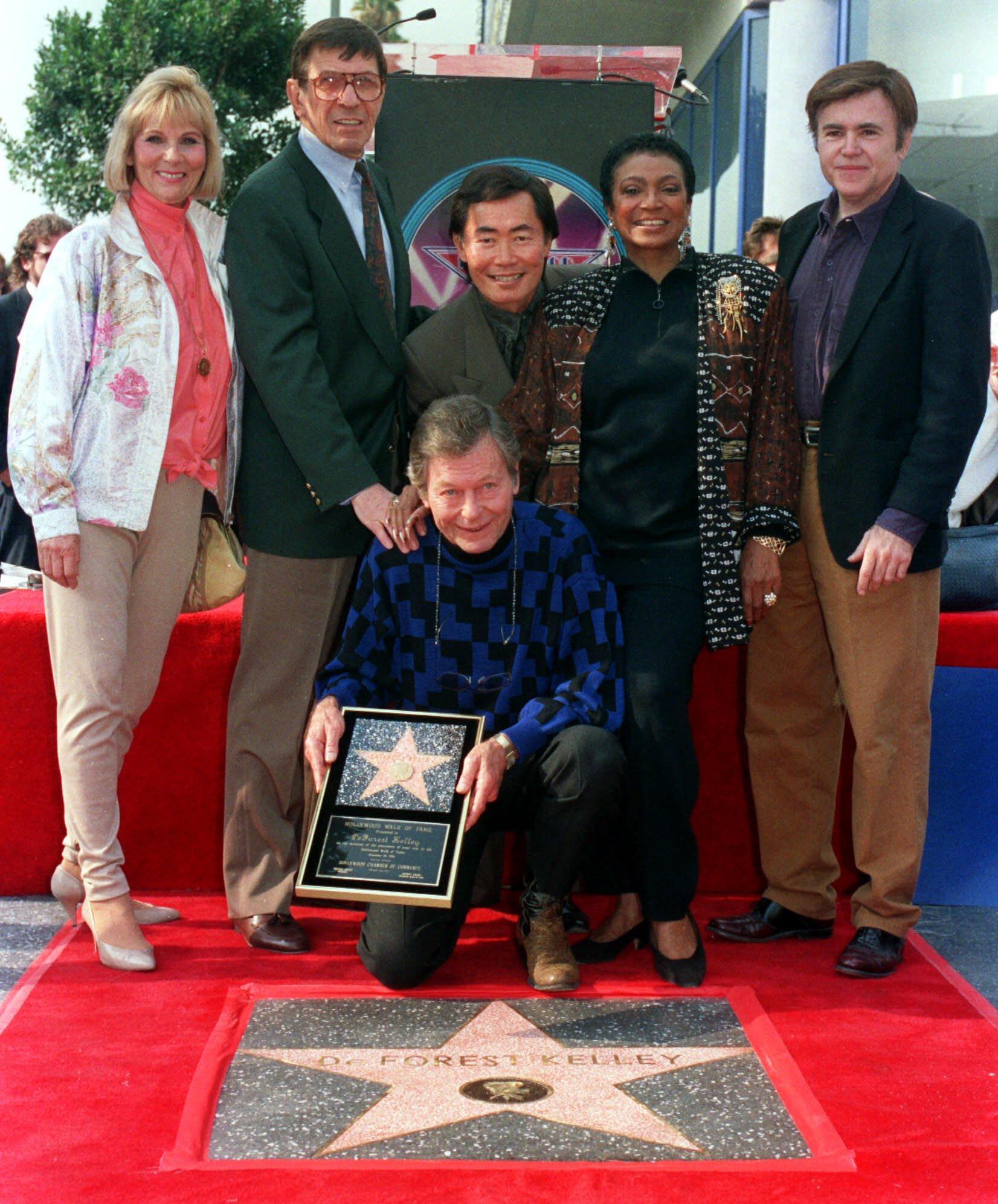 Грейс Ли Уитни (слева) с командой Звездного пути