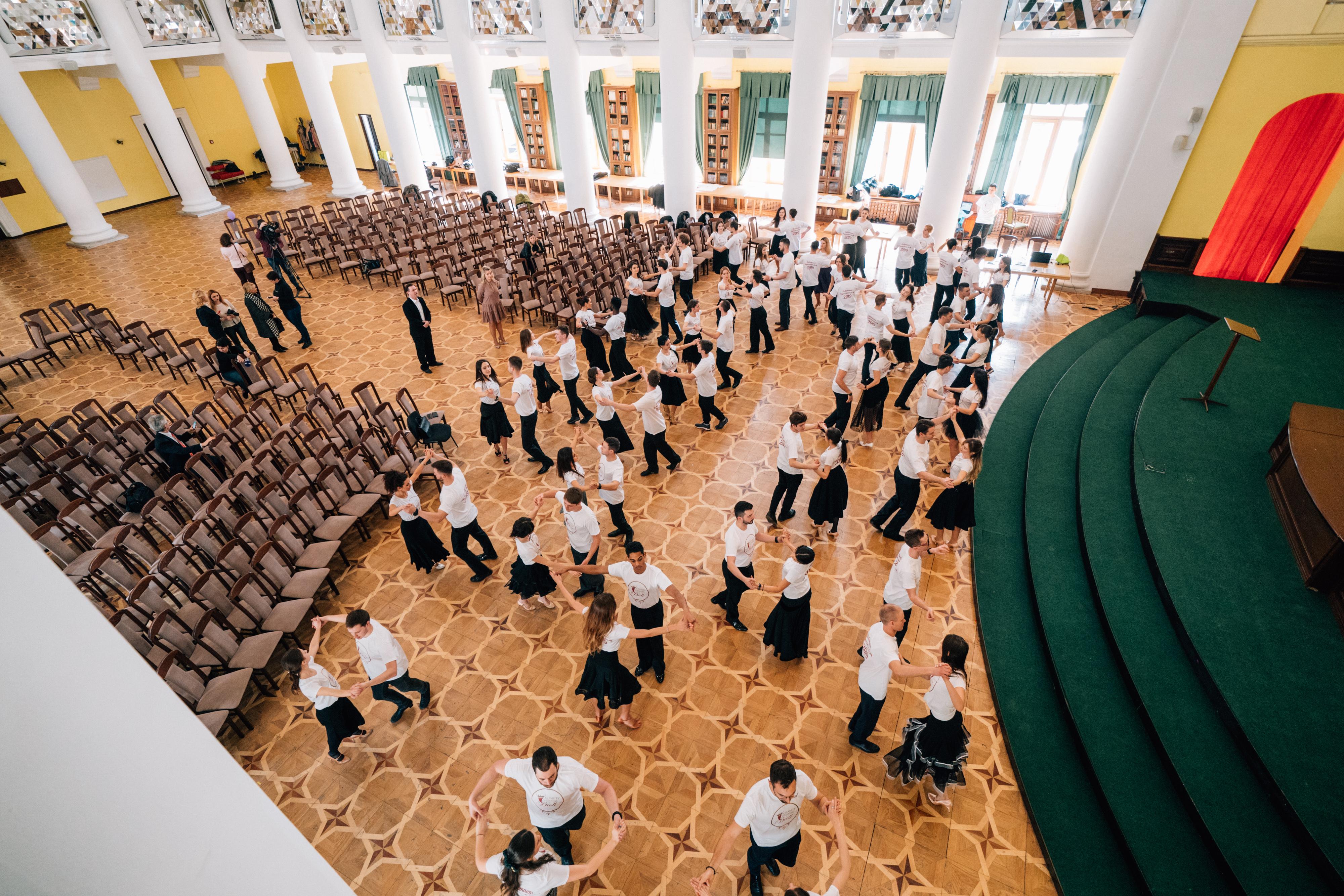 Ежегодный венский бал в Киеве украсят уникальные инсталляции в украинском стиле