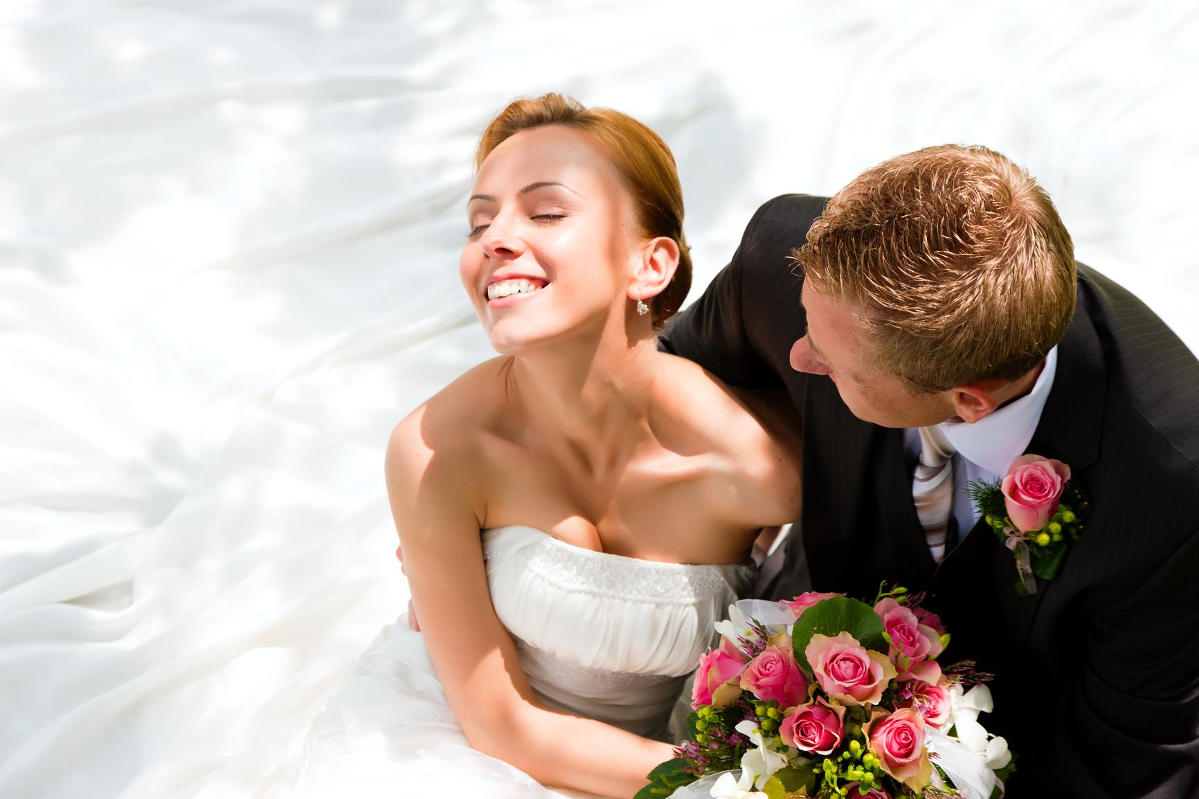 Смотреть онлайн секс родственников жениха с невестой