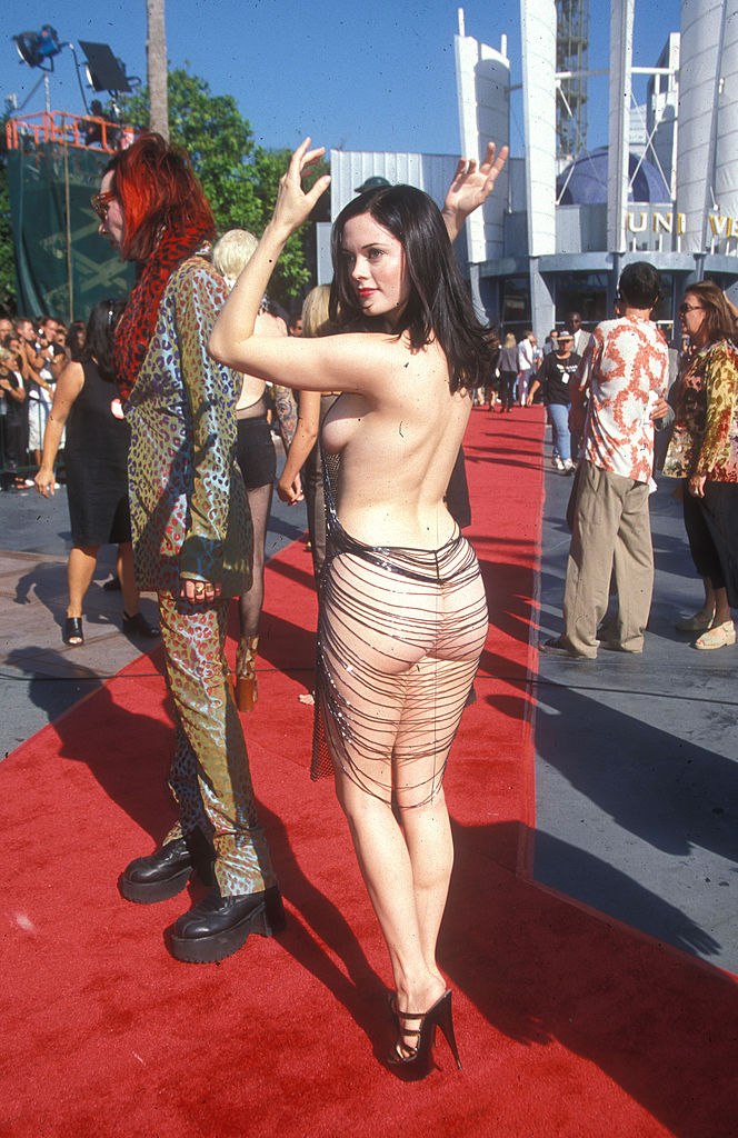 Роуз Макгоуэн, MTV VMA, 1998 год