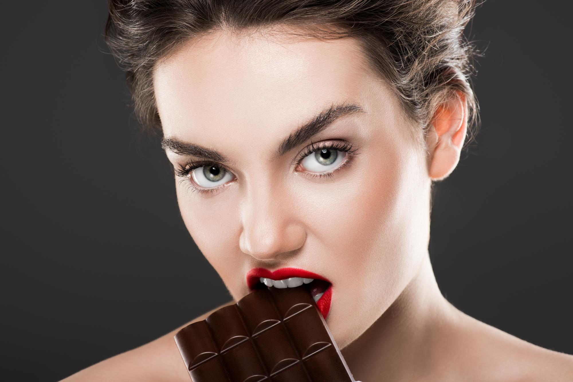 Какие продукты окрашивают зубы