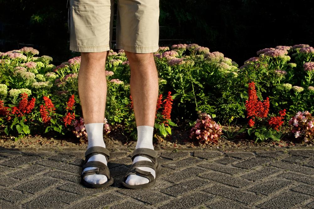 Носки и сандалии – на втором месте рейтинга худших летних трендов