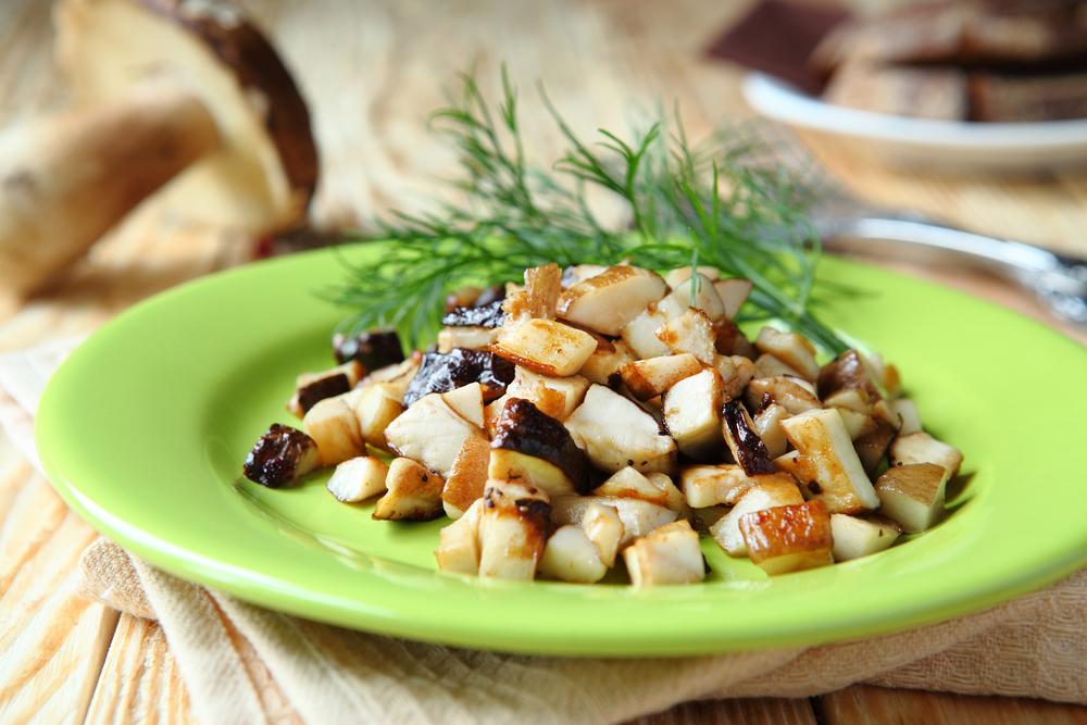 Жареные белые грибы с луком
