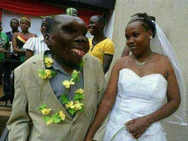 Самый некрасивый житель Уганды стал папой в восьмой раз