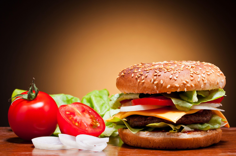 Гамбургер может вызвать у ребенка астму