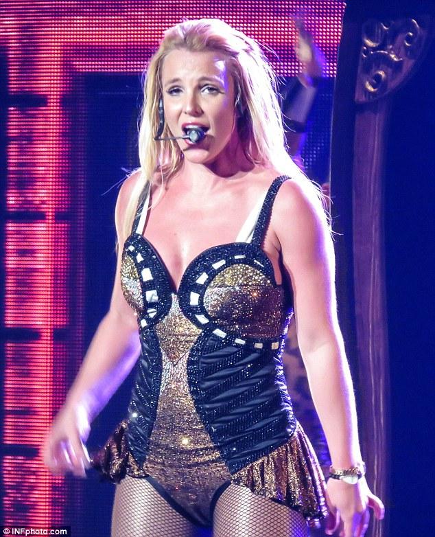 Бритни Спирс во время концерта в Лас-Вегасе
