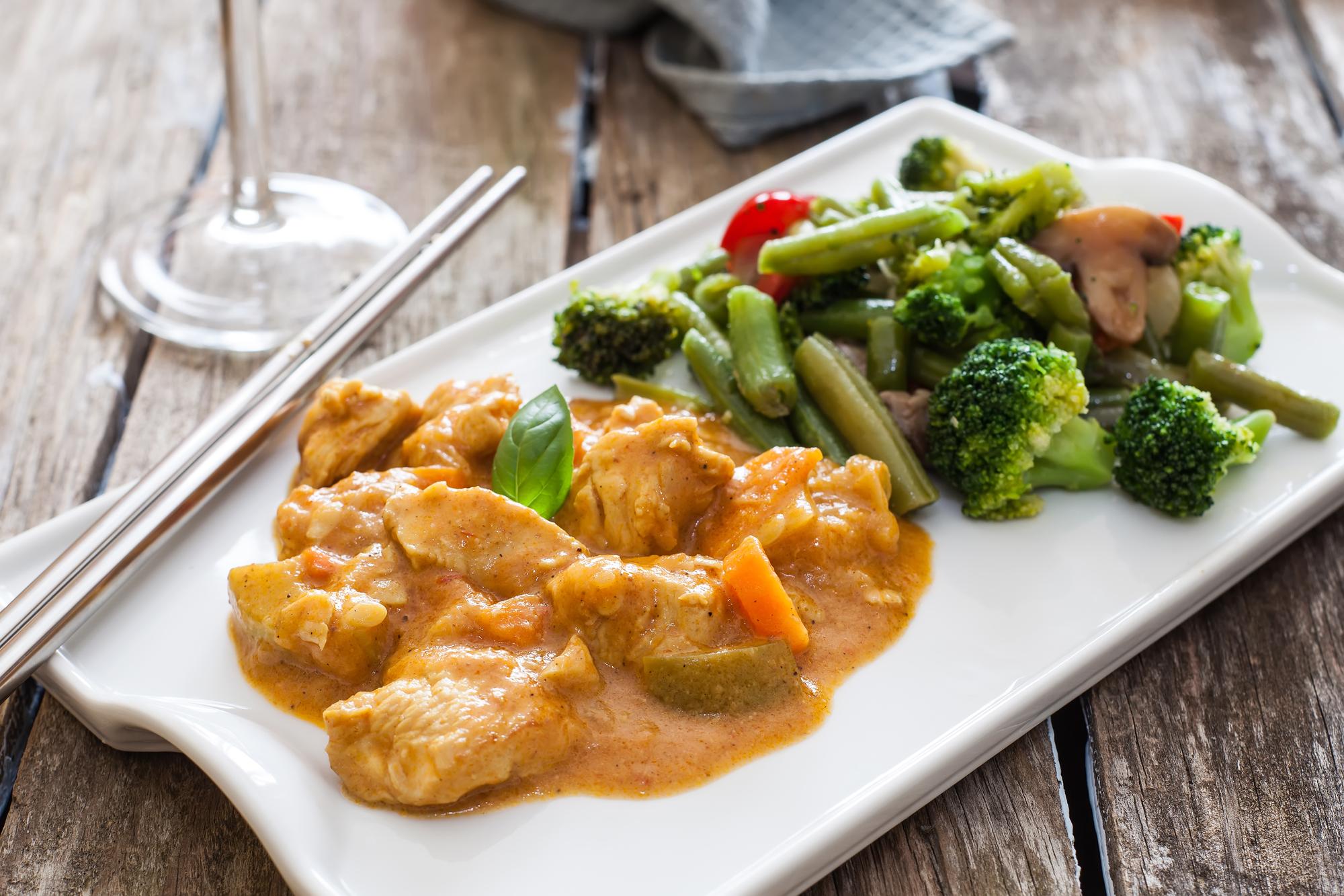 Рецепт на обед: стручковая зеленая фасоль с курицей и сыром