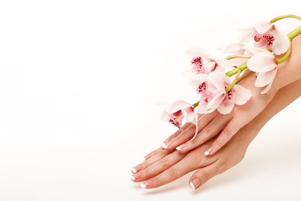 Рецепты из натуральных ингредиентов помогут устранить сухость и шелушение кожи рук