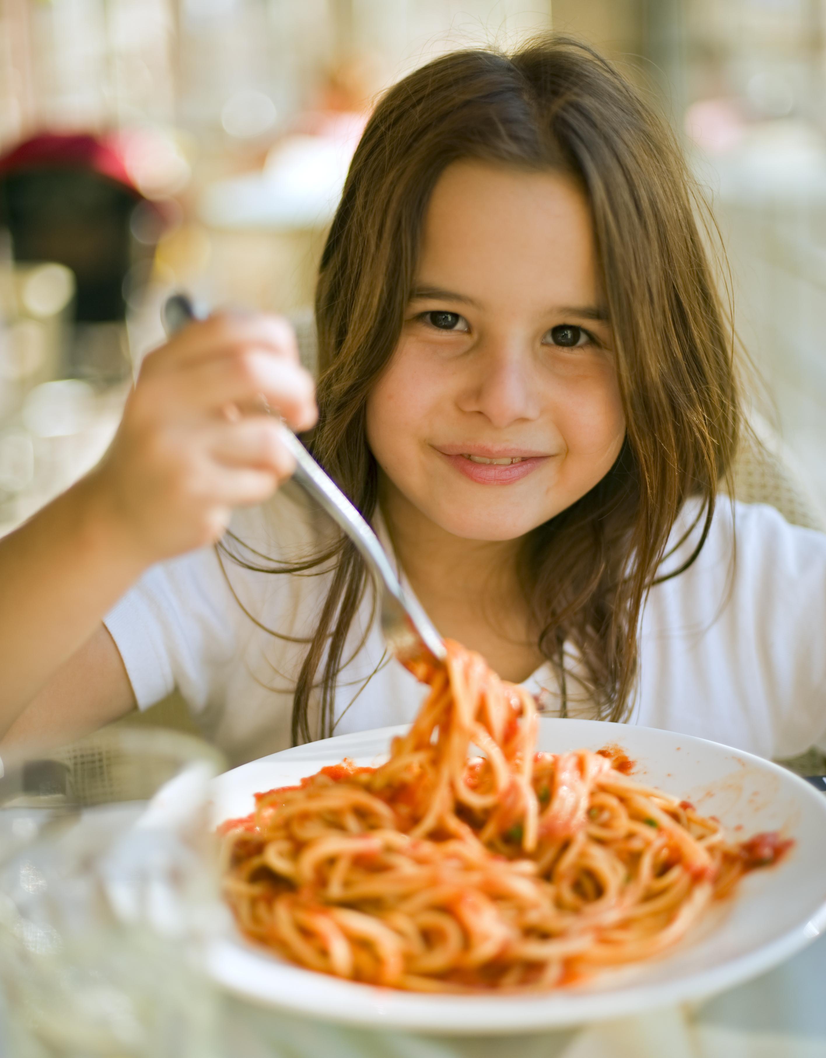 Жирная пища нарушает работу мозга у детей