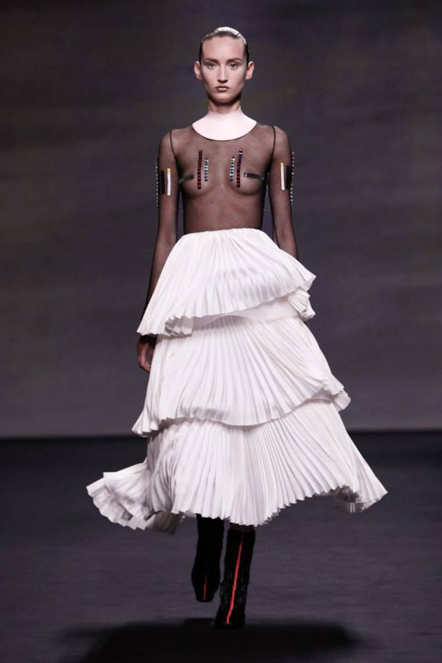 Грудь этой модели подошла для участия в показе Dior Haute Couture