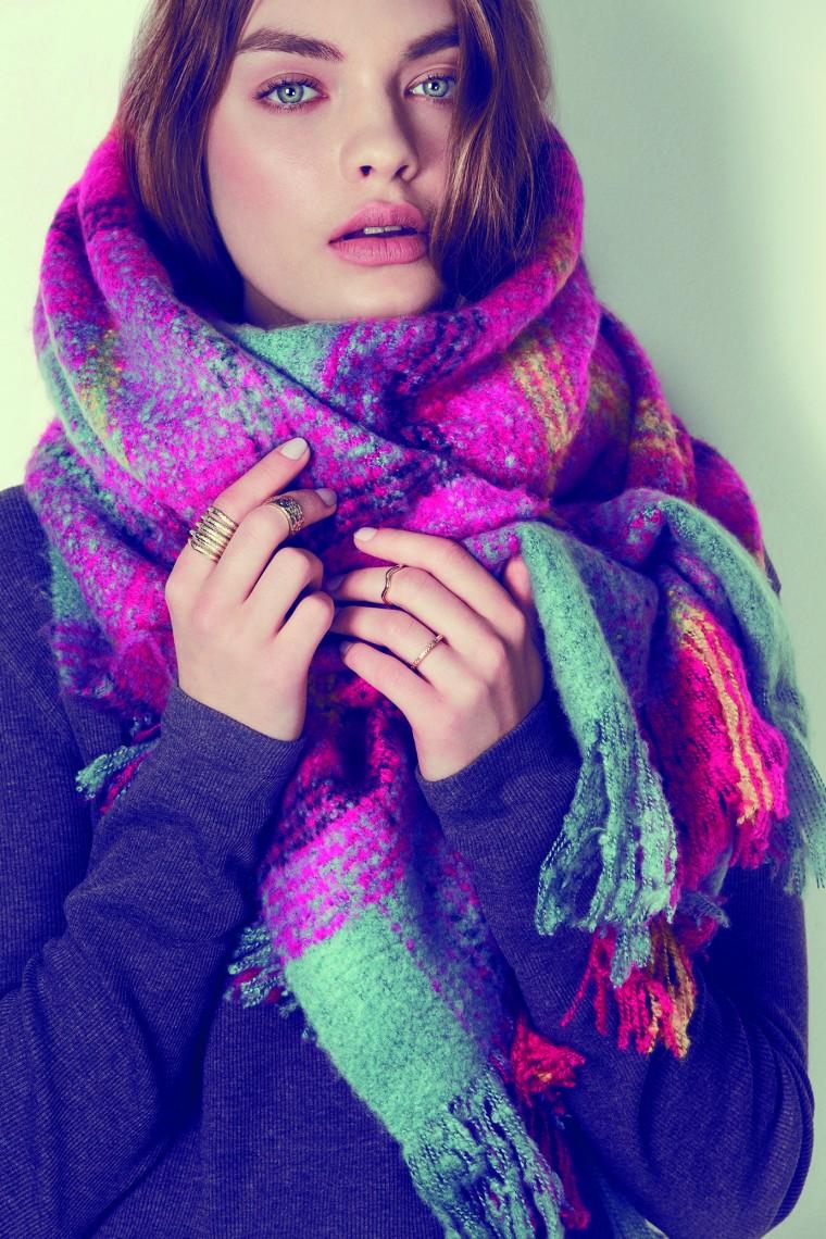 Шарф – первый аксессуар холодного сезона. Он и практичен, и согревает, и может служить хорошим украшением наряда