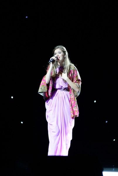 Анна Заячковская спела авторскую песню