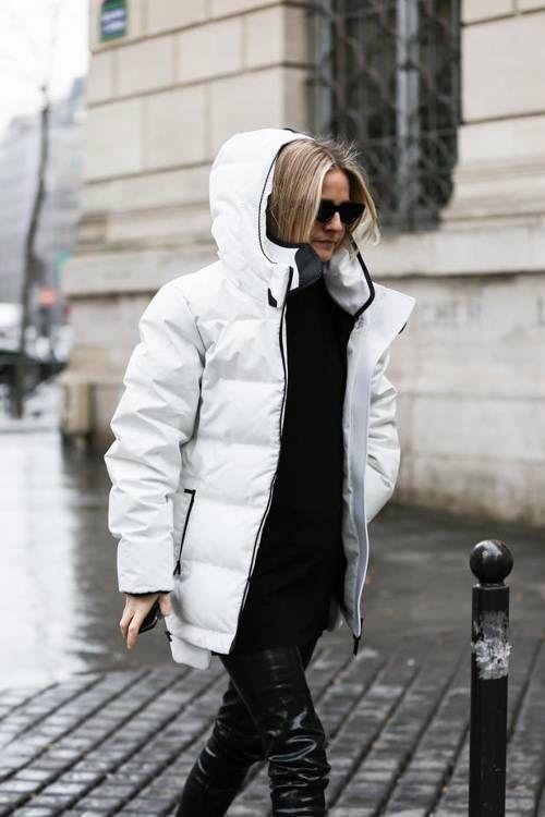 Белая зима: 10 самых модных светлых пуховиков