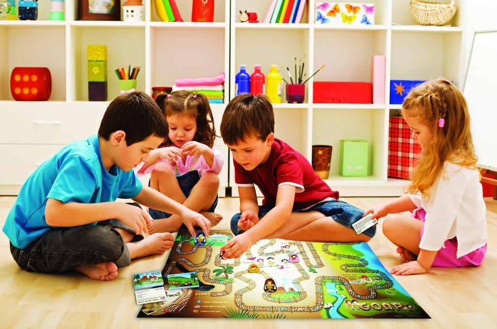 Пусть ребенок поиграет в настольные игры