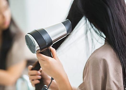 Правила ухода за окрашенными волосами: как сохранить объем, цвет и блеск