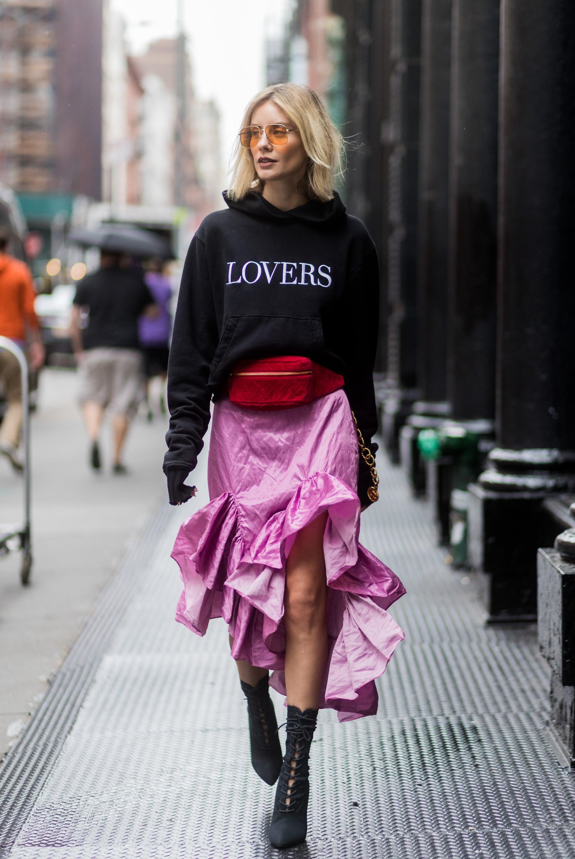 Как летом 2020 носить юбку с оборками