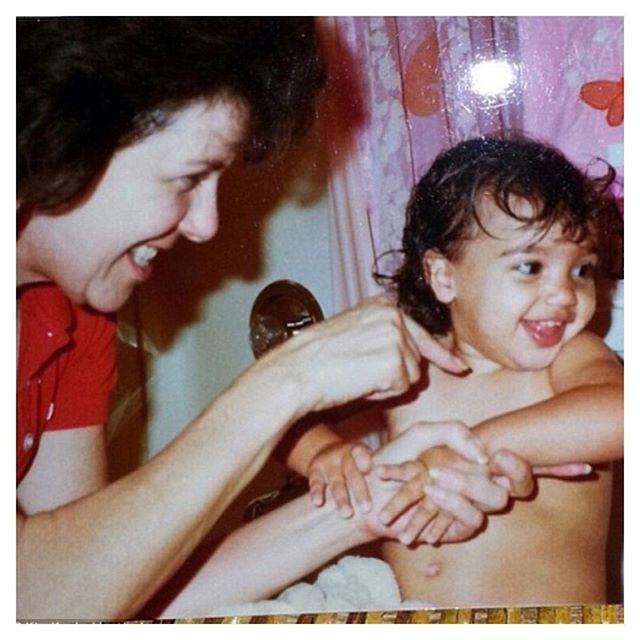 Ким Кардашян  показала свое детское фото