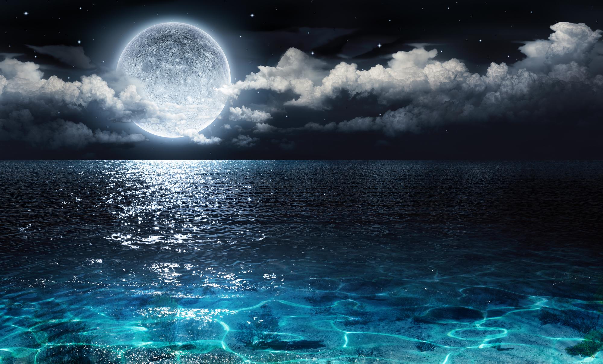 Голубая Луна: как и на кого влияет, что нельзя делать