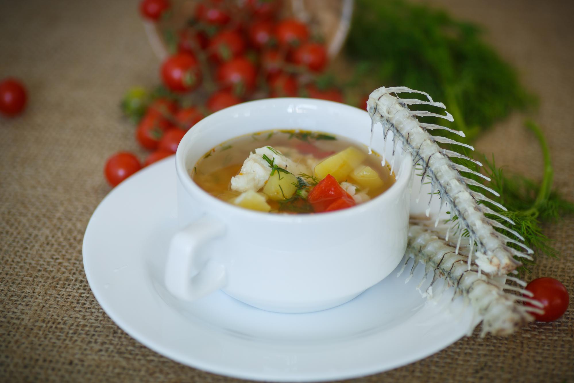 Быстрый обед: рыбный суп с рисом в мультиварке